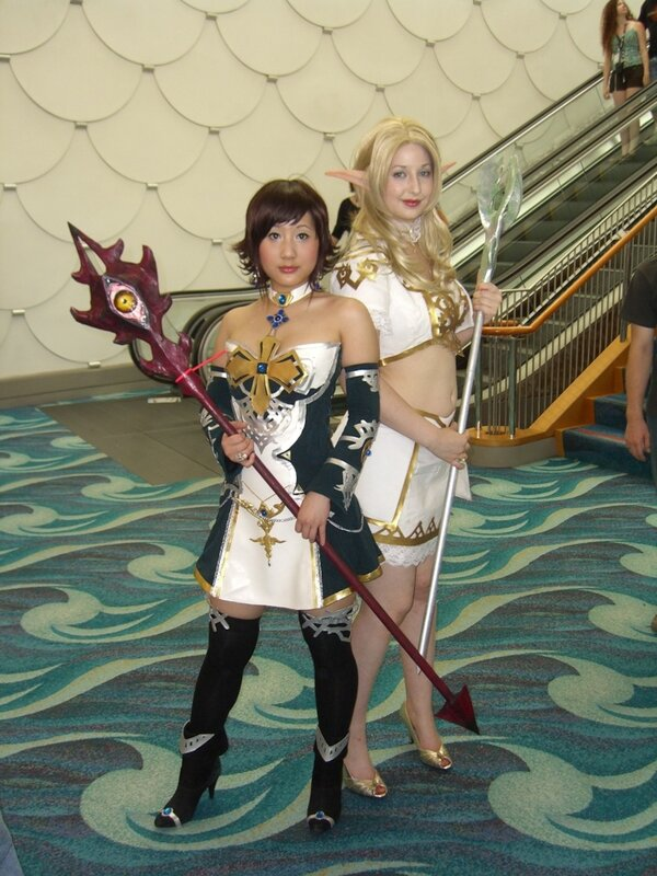 AX2007_two_female_cosplayers.JPG
