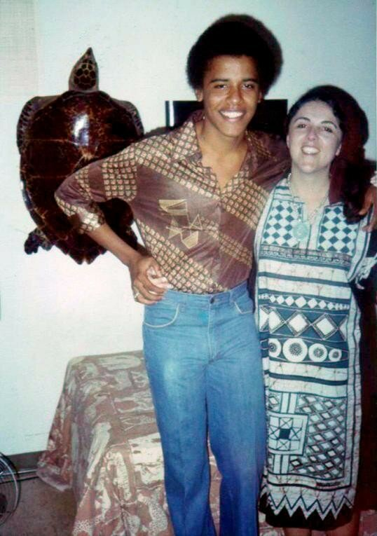 Barack Obama and his mother.jpg