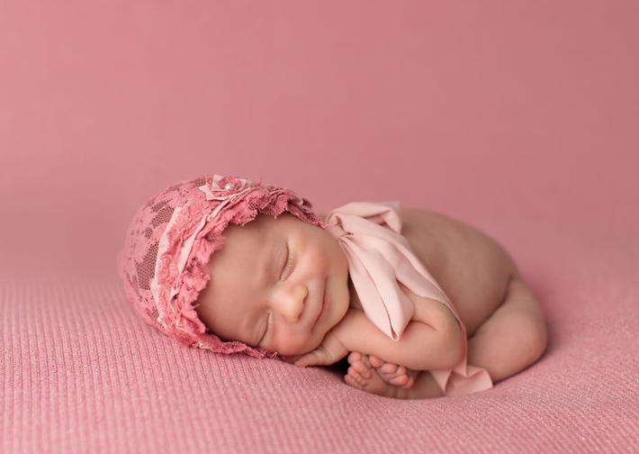 Портреты, полные счастья (новорожденные улыбки)