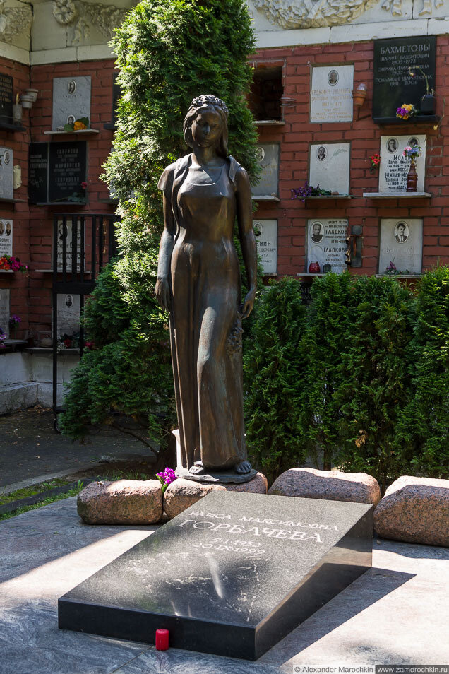 Памятник на могиле Раисы Максимовны Горбачёвой на Новодевичьем кладбище
