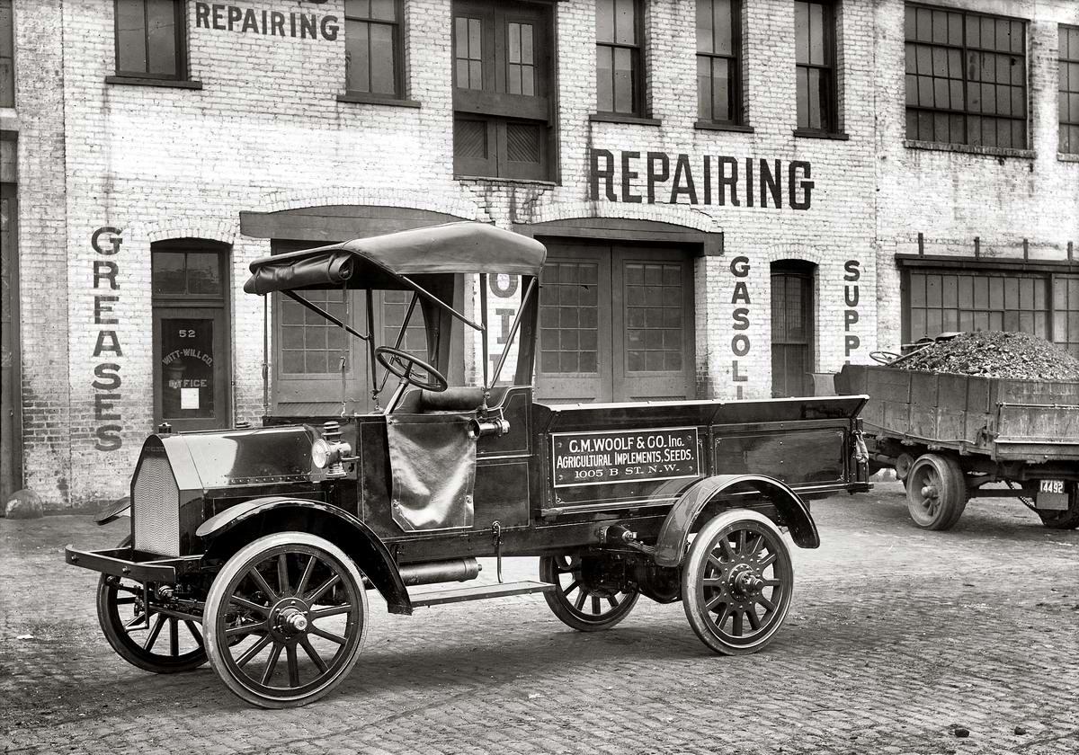 Грузовые автомобили начала 20-го века на снимках американских фотографов (1)
