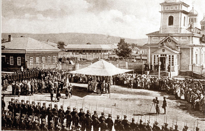 Площадь перед собором во имя Николая Чудотворца. Благословение войск
