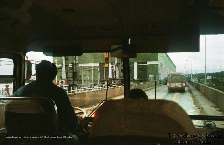 1980. Russland.  Russian Federation. Russische Föderation. Sibirien. Sibir. Siberia. Novosibirsk.  Busfahrer. Busfahrt.