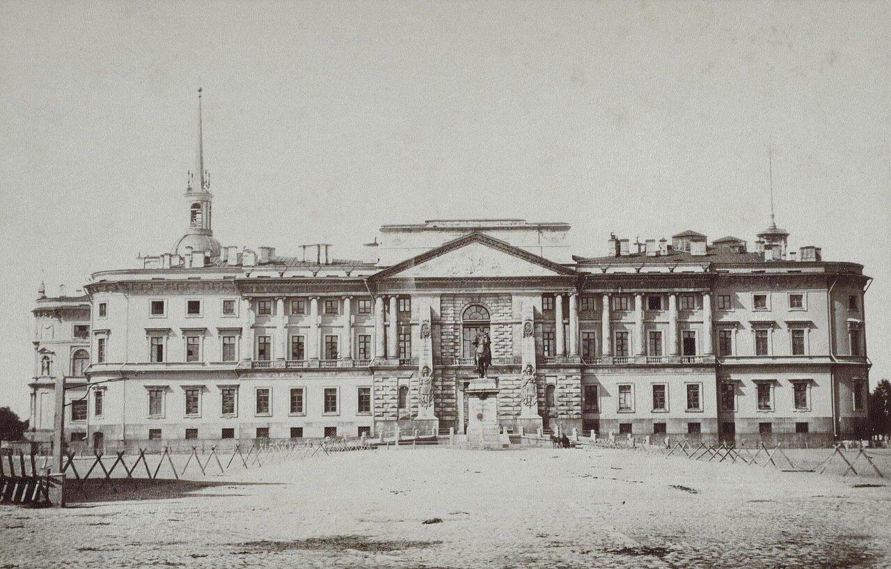 Вид Михайловского (Инженерного) замка
