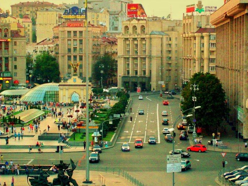 Вид с площадки обозрения на Майдан Незалежности