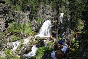Впереди — водопад