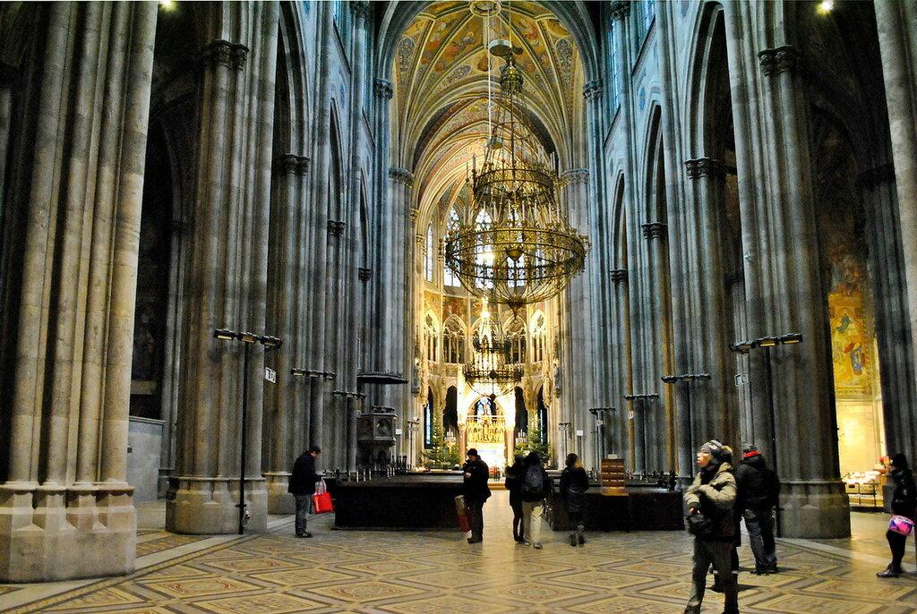Внутри собора,центральный неф