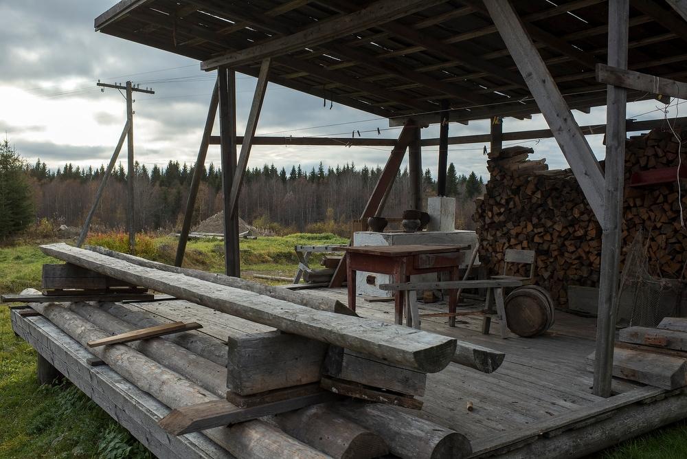 В нашем доме на месте сенника Калмыкова оборудовала маленький, со вкусом обустроенный музей, экспона