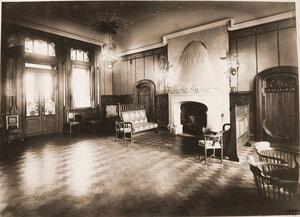 Вид части гостиной комнаты Императорского павильона.