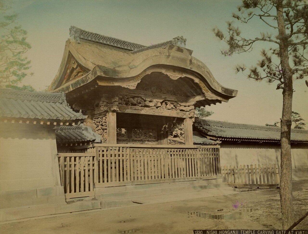 Киото. Ворота храма Ниси Хонгадзи