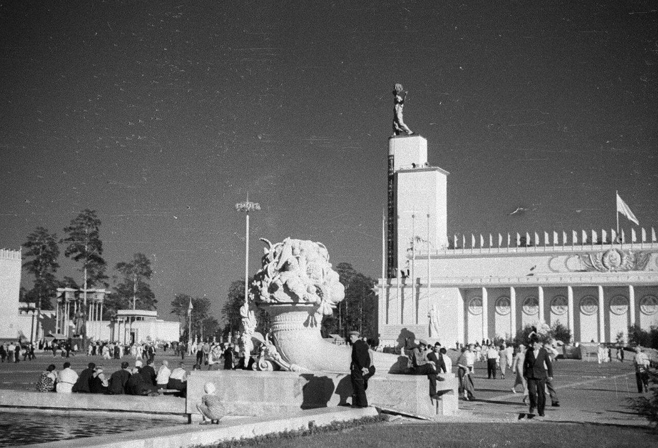 92. Центральный павильон «СССР»
