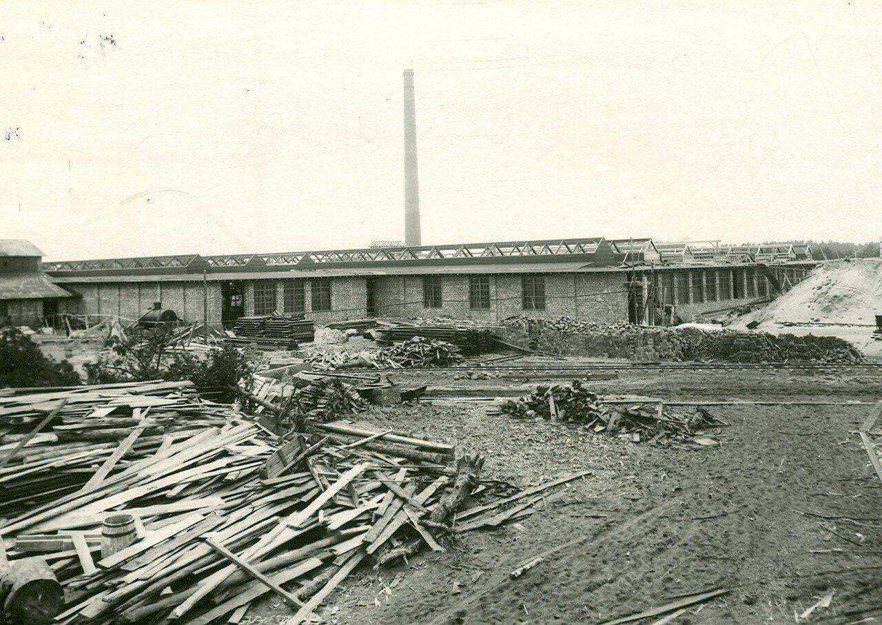 07. Вид заводского двора