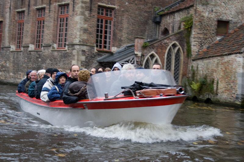 на нежели  покататься вслед за лодкой
