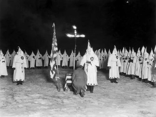 A Ku Klux Klan initiation ceremony, 1920s.[Credits : © Jack Benton—Hulton Archive/Getty Images]