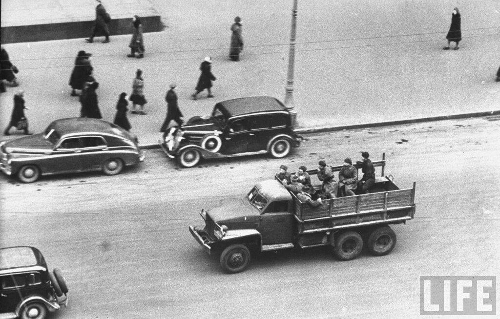 Москва Студебеккер 1947 Thomas D. Mcavoy.jpg