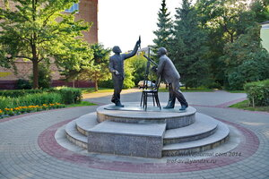 Памятник Циолковскому и Королеву, Калуга