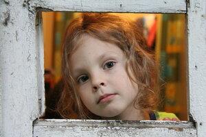 Девочка в окошке