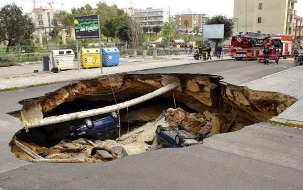 Самые необычные и огромные ямы на дорогах во всем мире 0 12cf89 2a0fe4f1 orig