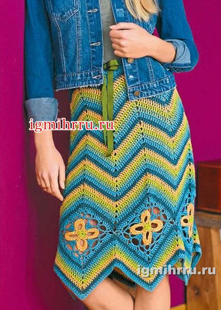 Многоцветная юбка с зигзагами и ромбами из ажурных цветов. Вязание крючком