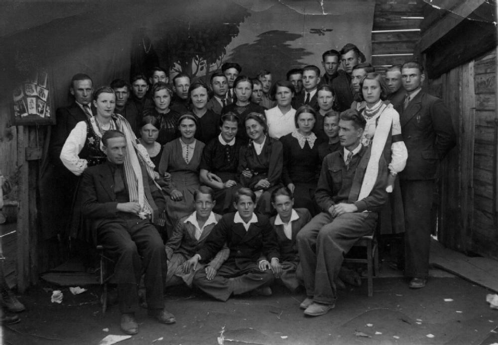 Группа поляков-спецпоселенцев. г. Карабаш Челябинской обл., 1941