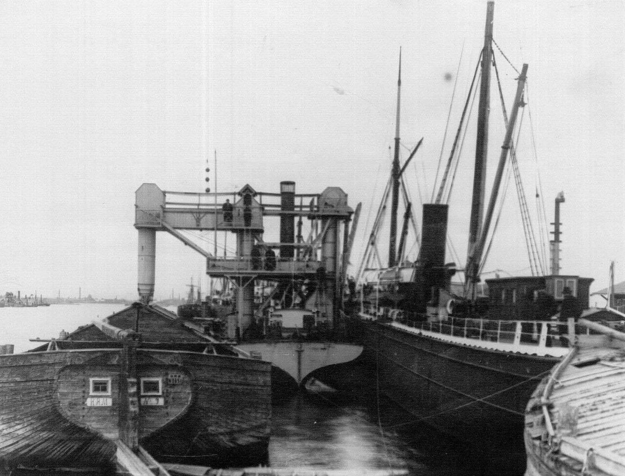 30. Ремонт корабля на заводе. 1911