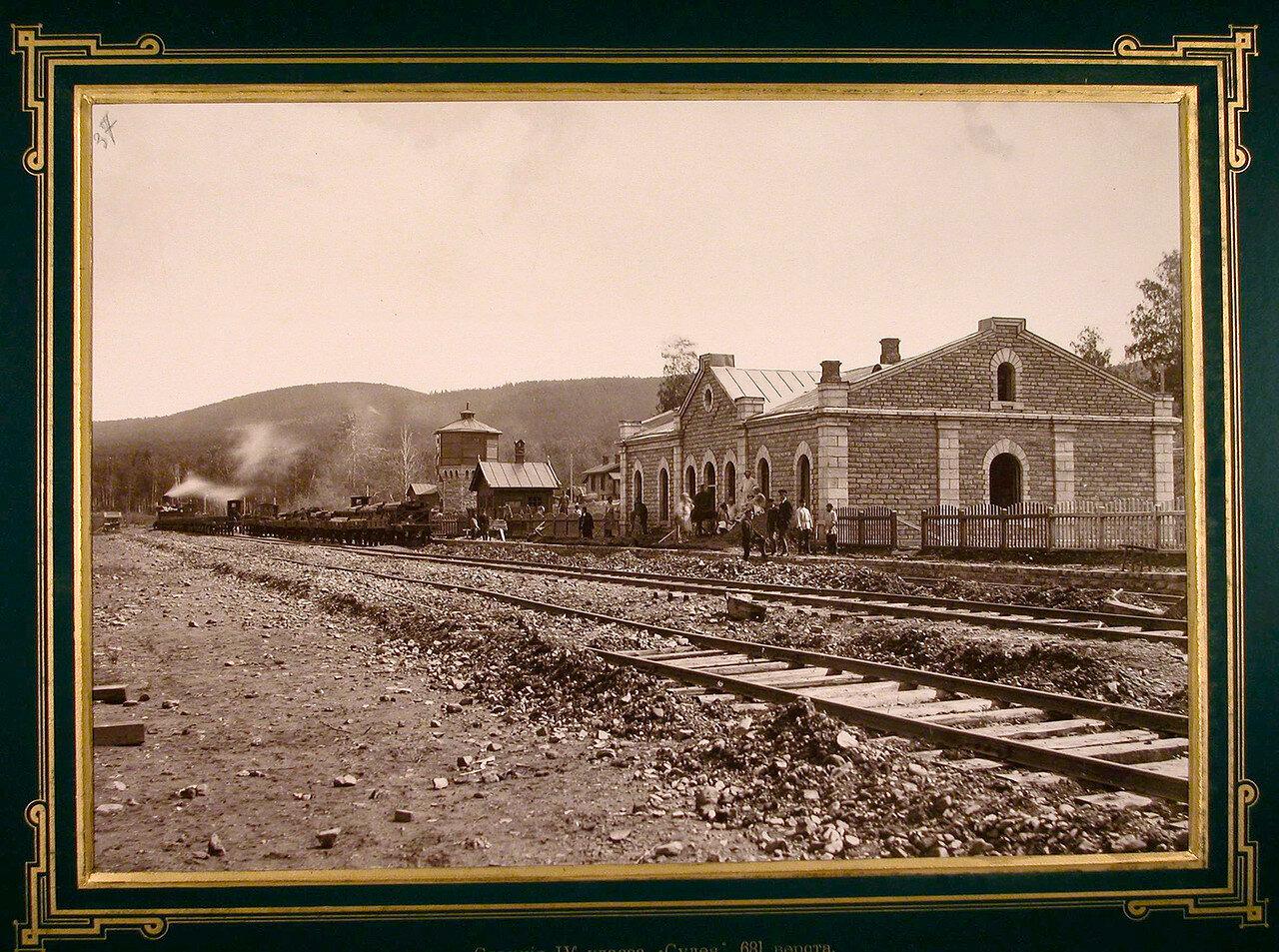 37. Рабочие во время строительства на станции IV класса Сулея на 681 версте.  1885-1889
