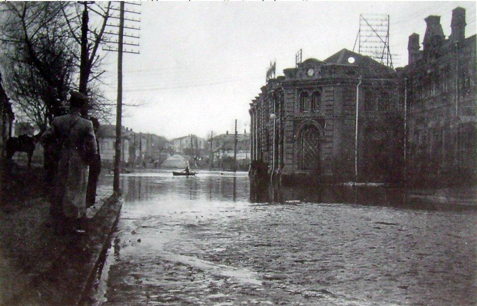 Кузнечная улица на Подоле в наводнение