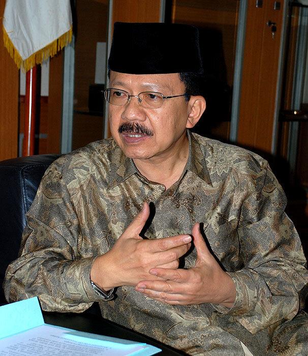 Губернатор Джакарты Фаузи Бово