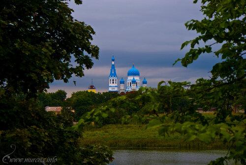 Вид из Приоратского парка на Покровский собор.