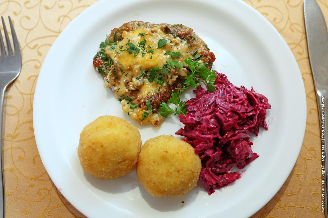 Мясо по-французски, картофельные крокеты