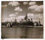 Вид монастыря преп. Нила Столобенского на озере Селигер.jpg