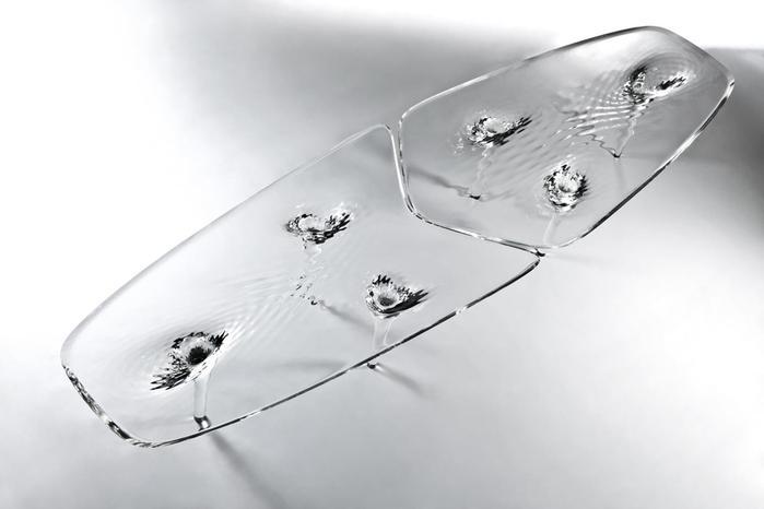 Дизайнер Заха Хадид сделал столы из «водной ряби»