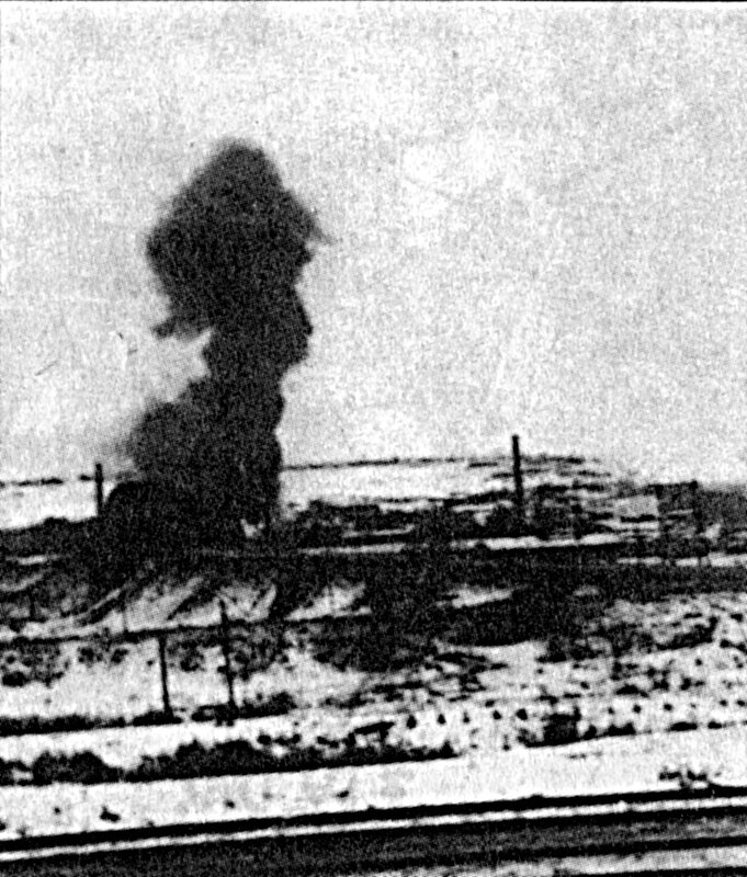 1941-11-28 11.00-14.00 Яхромский мост фото со сторны Яхромы. Горит фабрика.jpg