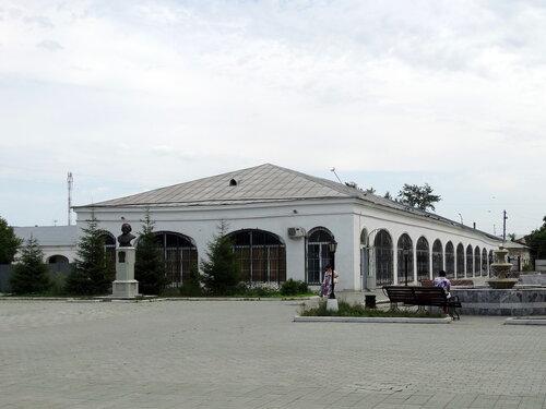 Торговые ряды в Троицке