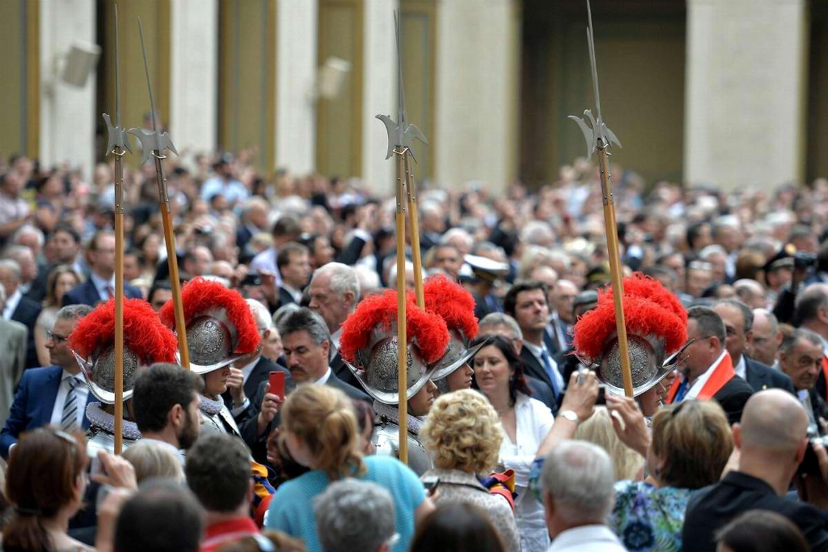 Швейцарская гвардия Ватикана: Новобранцы присягают на верность Папе Римскому (30)
