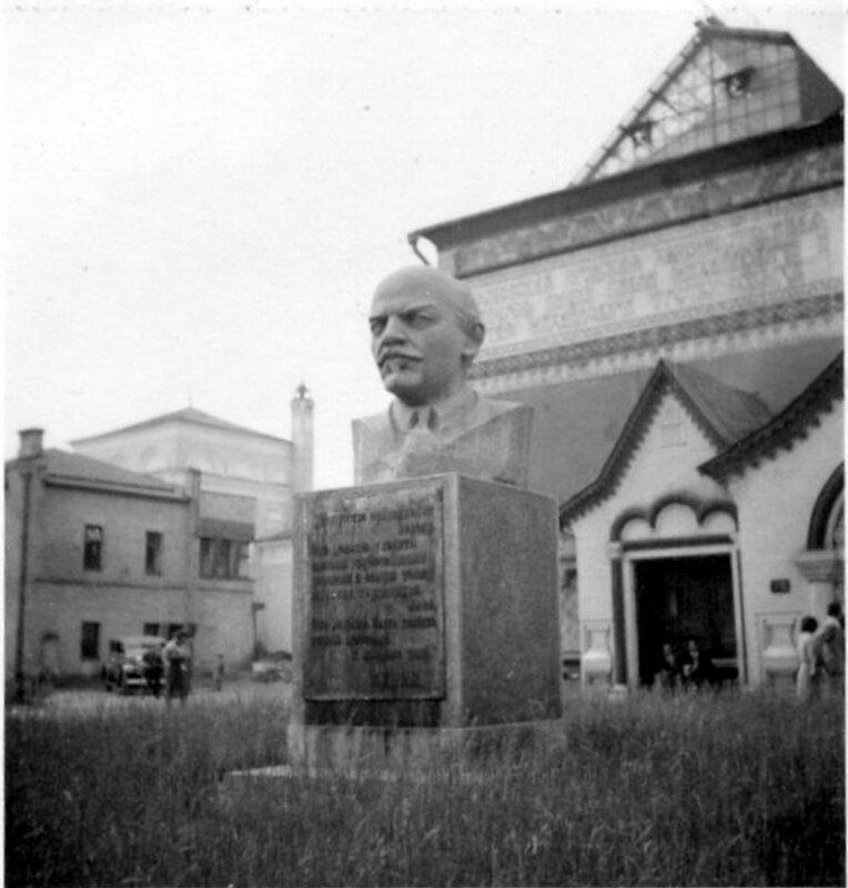 319098 Памятник Ленину возле Третьяковской галереи 1934.jpg