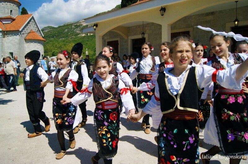 Танец в исполнении участников ансамбля