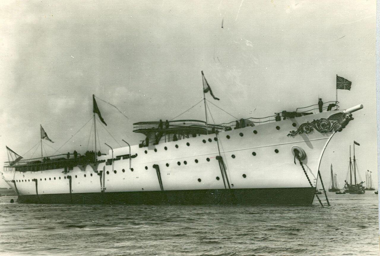 08.Крейсер второго ранга «Алмаз», спущенный на воду.  2 июня 1903 года