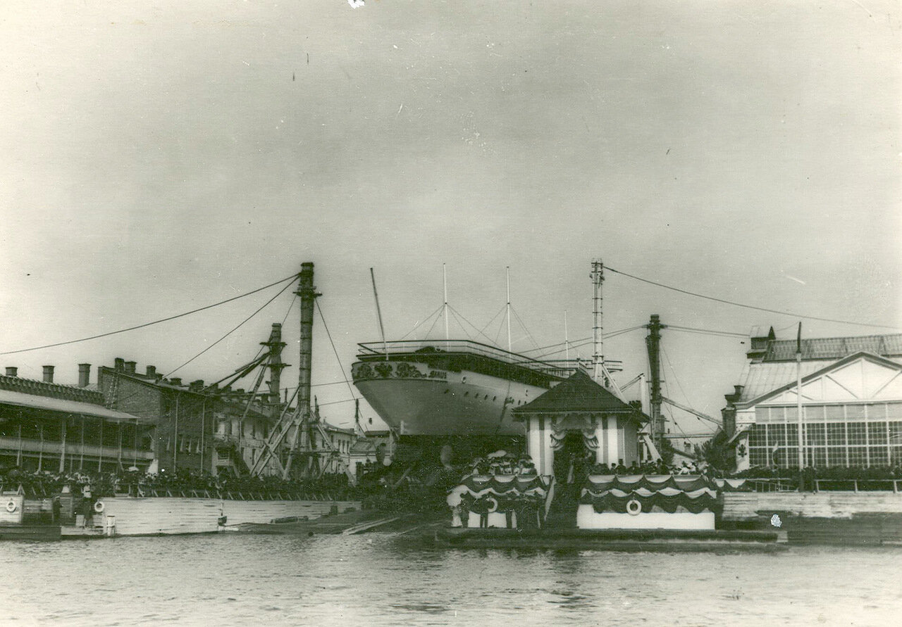 01. Крейсер второго ранга «Алмаз» перед спуском на воду. 2 июня 1903 года