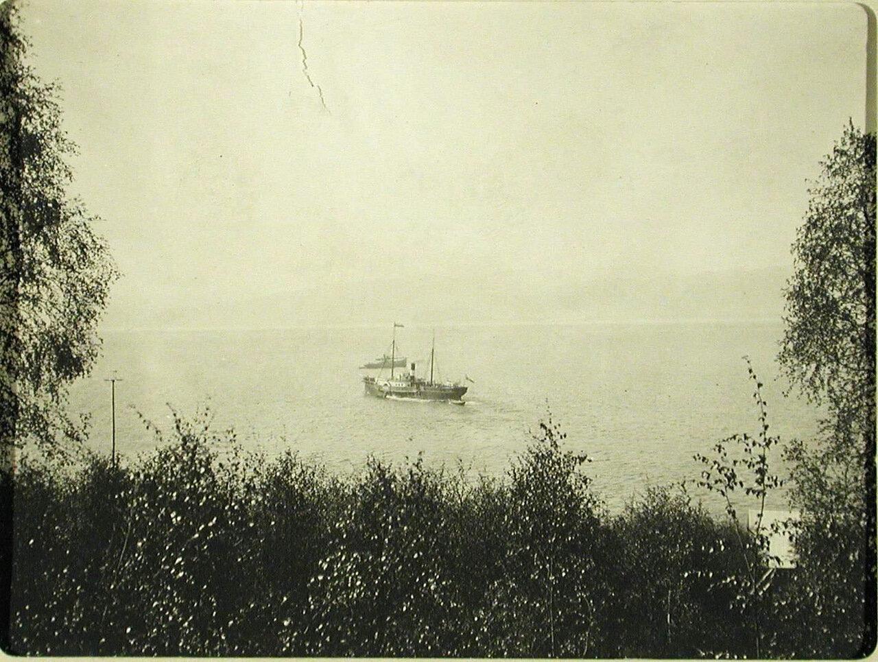 83. Вид на озеро с берега (вблизи станции). Иркутская губ. Култук
