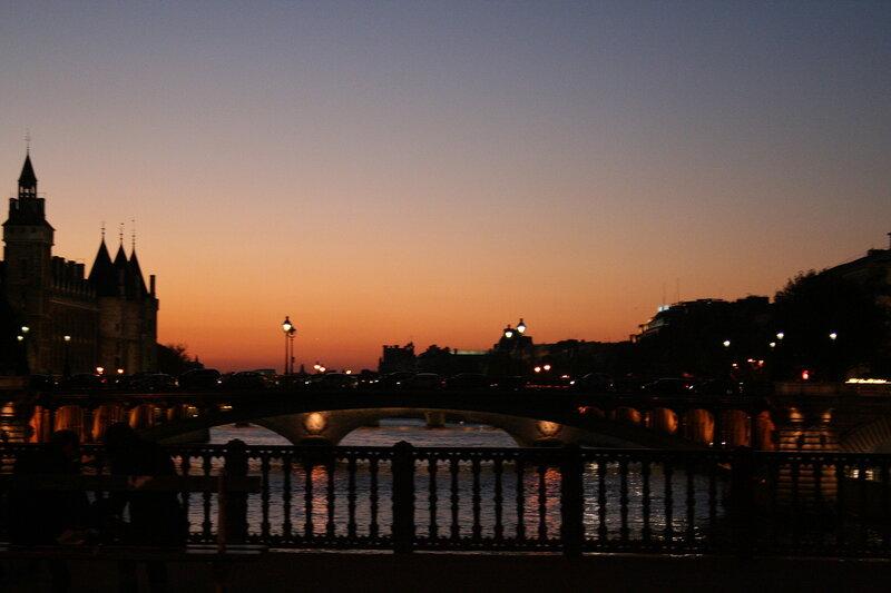 Осенний вечер в Париже