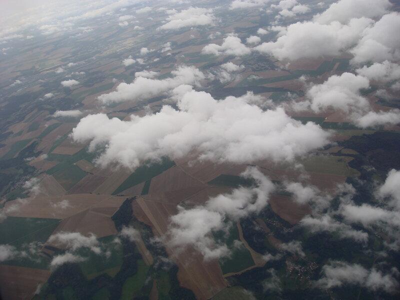 пролетая над Францией