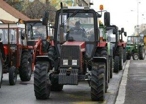 Молдавские фермеры вместе с техникой вышли на акцию протеста