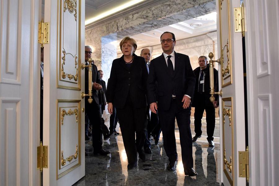 Олланд и Меркель в Минске.png