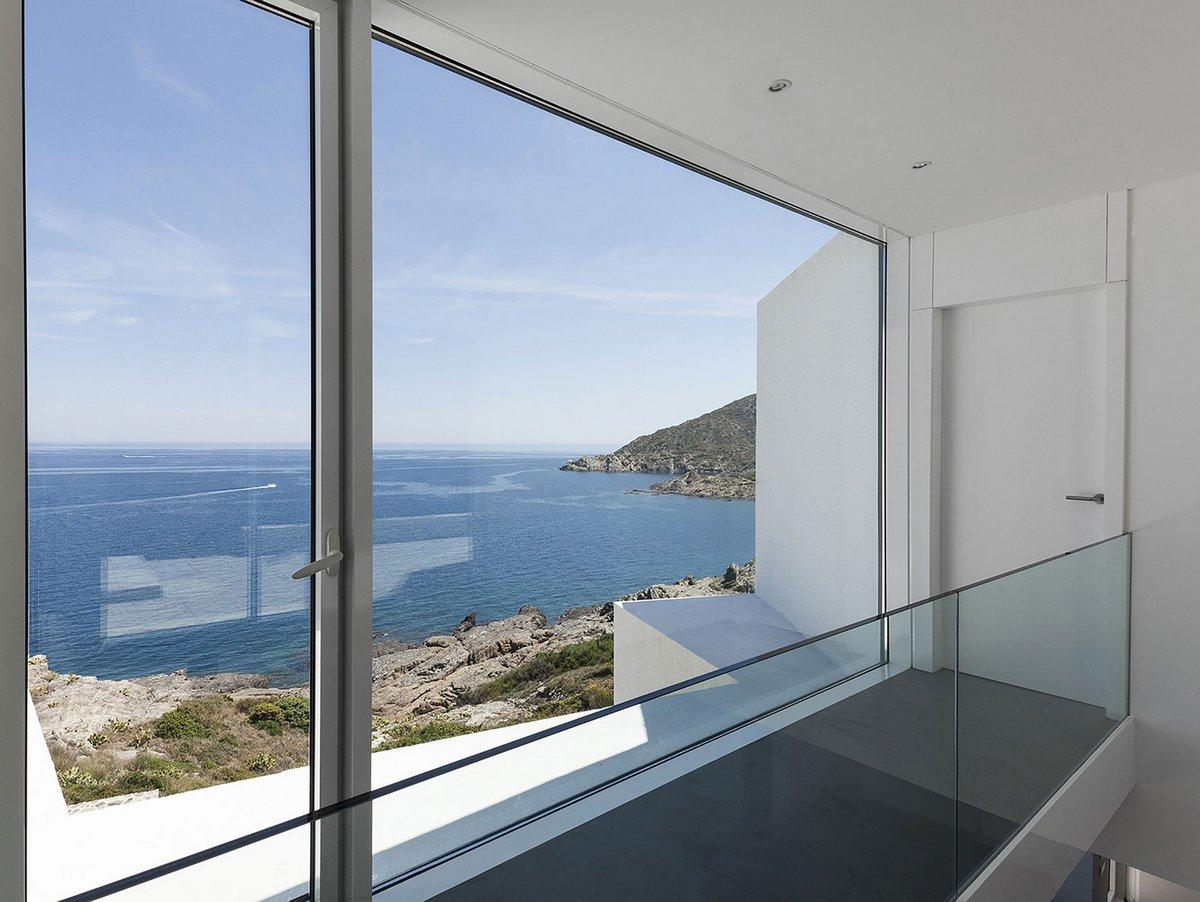 Cadaval & Sola-Morales, Sunflower House, дом на берегу Средиземного моря, дом с видом на море, частный дом в Испании на берегу моря, экологичный дом