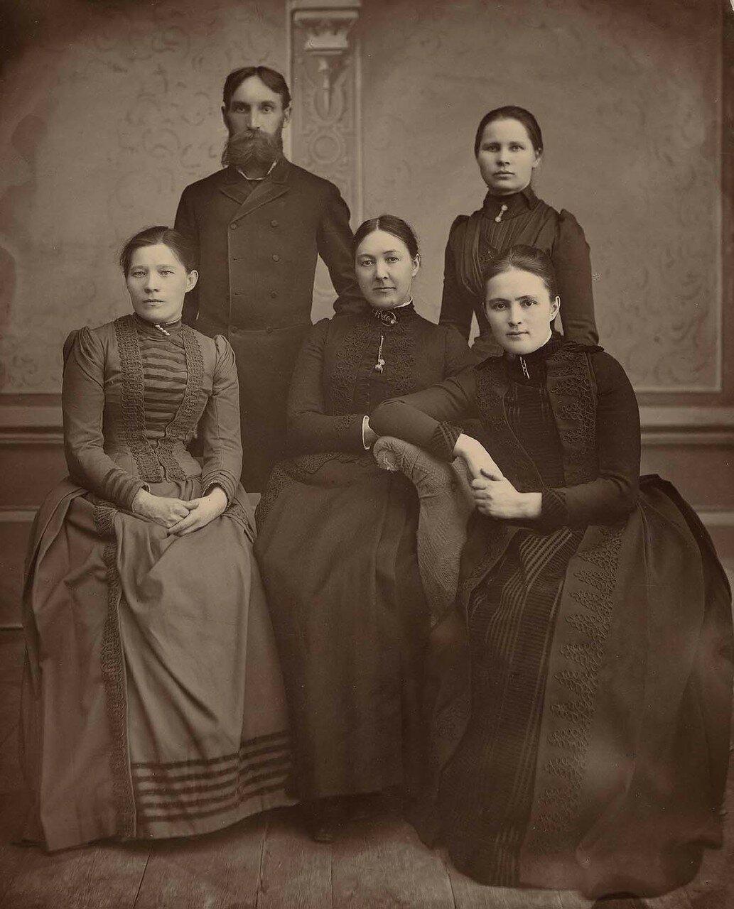 Члены правления Владимирского приюта.1894