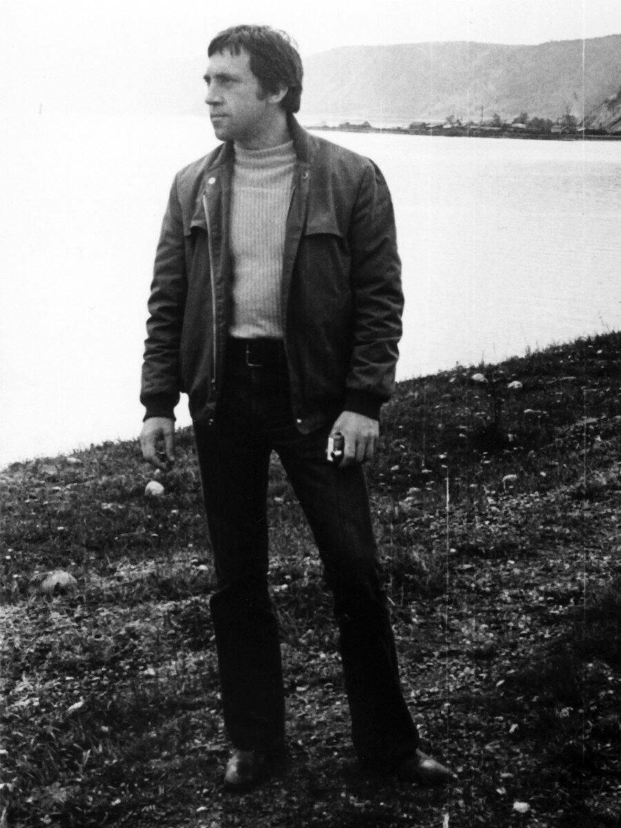 14. Владимир Семенович Высоцкий на озере Байкал. Фото Леонида Васильевича Мончинского, 14 июня 1976 года