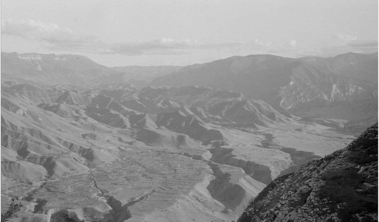 Вид горной долины