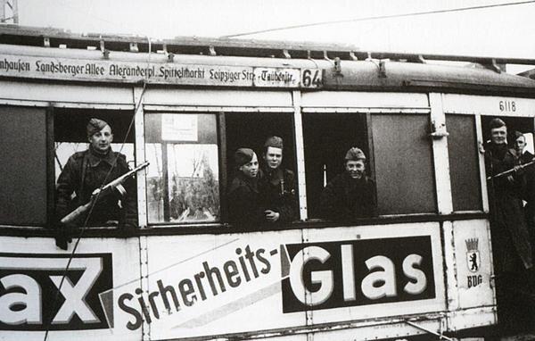 Красноармейцы в Берлине