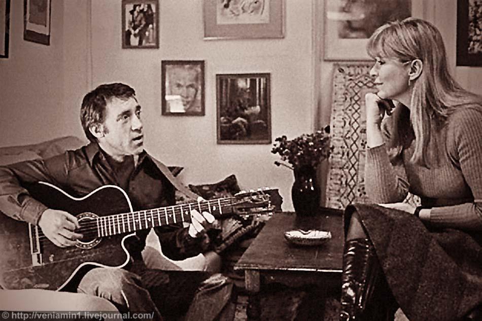 Владимир Высоцкий и Марина Влади у себя дома, в Париже